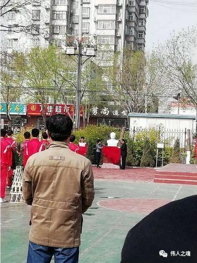 震撼!刚刚,一座艾跃进教授汉白玉塑像在河北揭幕!