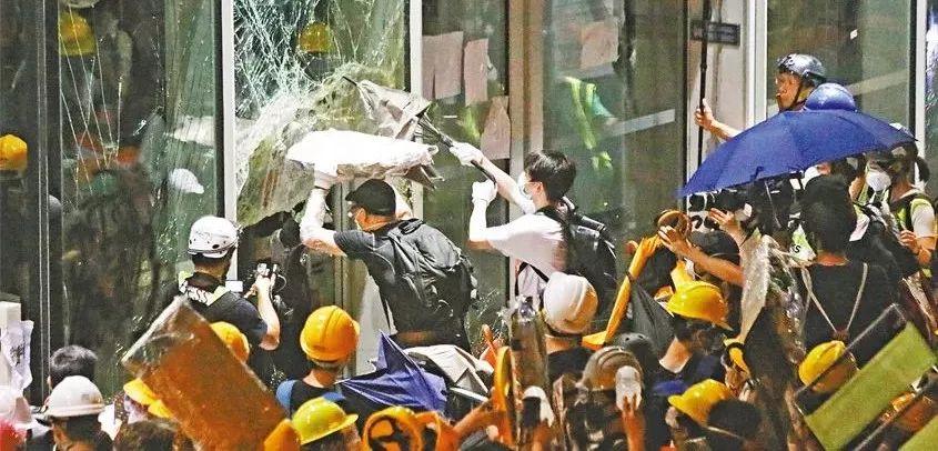 港独学生内地被打视频可见香港港独有多严重!