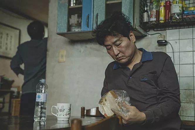 韩国《寄生虫》电影观后感:谁才是灵魂的寄人篱下者?