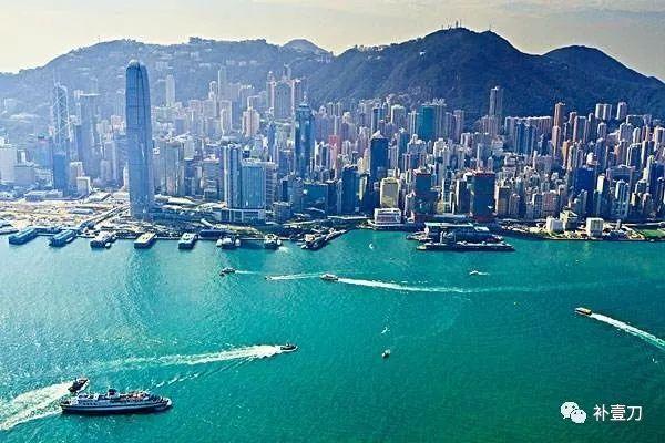 李嘉诚有多少个亿香港事件风暴中他去哪了?