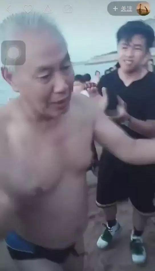 7旬老海军救女童无视翻滚巨浪场景感人【附完整视频】