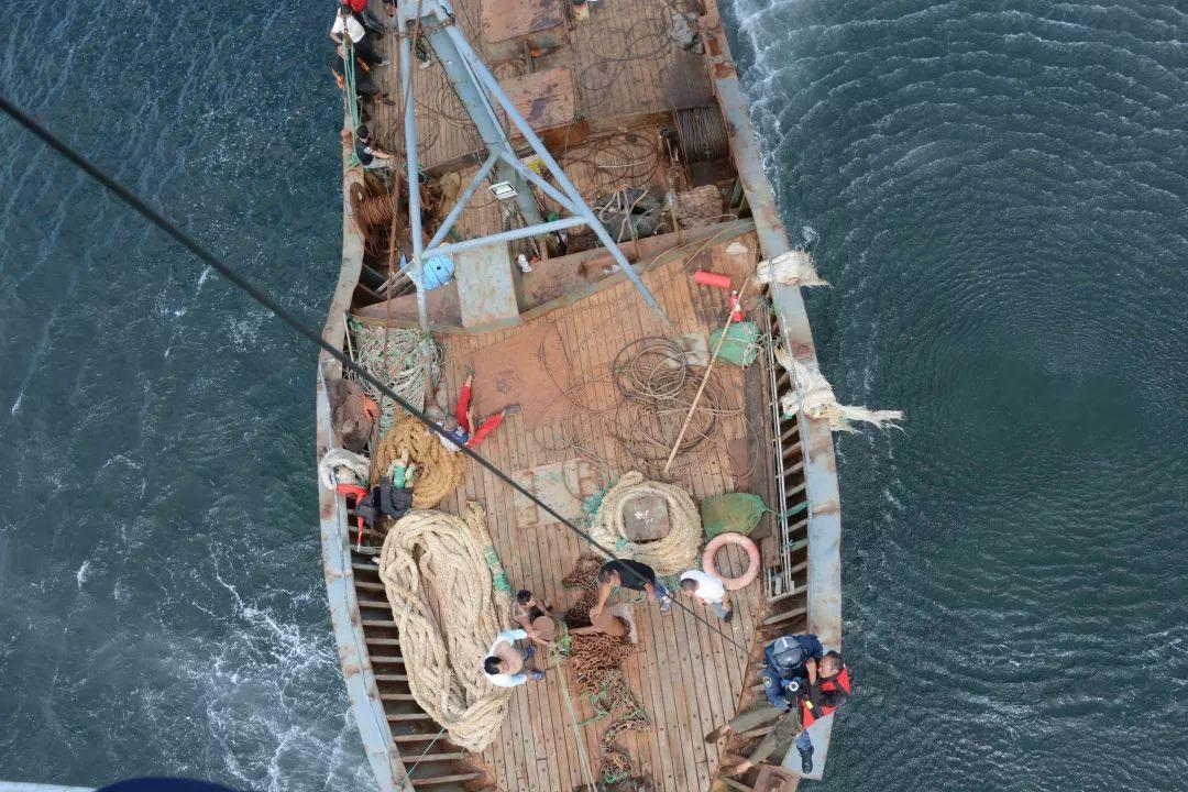 山东威海渔船失火视频全程直击场面吓人死亡人数惊人!