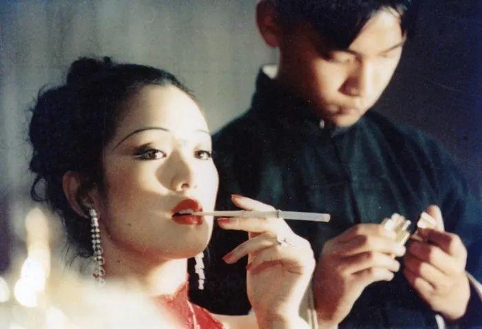 巩俐高开衩裙亮相引发的思考:巩小姐,没有事业你的美貌什么都不是