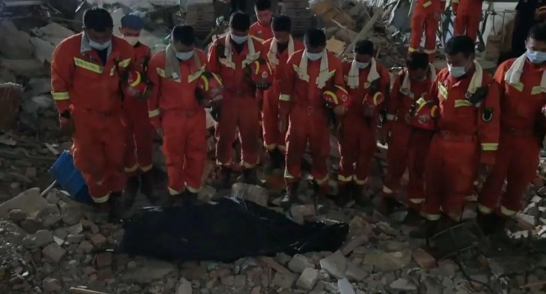 苏州坍塌酒店墙体3年前已现裂缝失职官员面临问责!